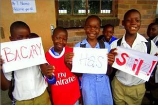 Skillz participants welcoming Bacary Sagna